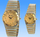 A huge online gift and accessory collection wholesale golden fashion watch set. The classic golden color perfectly match with the unqie Greek number marker, a beauty that you can't resist!